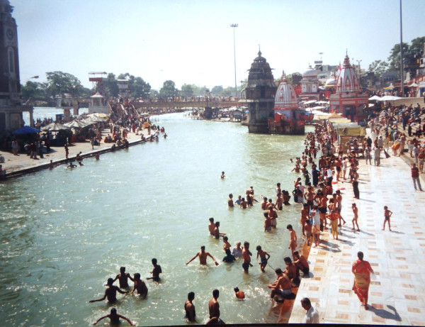 People bathing in the waters of the Ganges