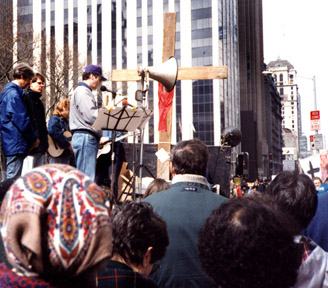Bob Keeler leads peace activists in prayer